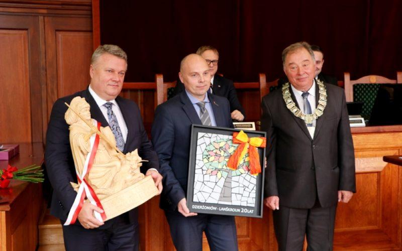 Gratulacje dla nowego laureata Medalu za Zasługi Dla Miasta Dzierżoniowa